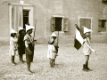Bambini-giacano-ai-soldati-ok