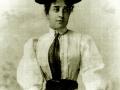 Donna-vestita-depoca-n-1ok